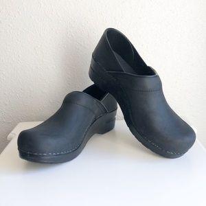 Dansko | New Professional Black Oiled Clogs Size 8
